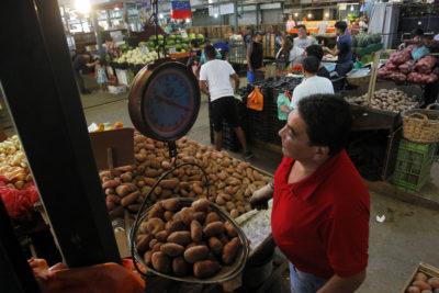 Caídas en los precios de papas y tomates llevaron el IPC de diciembre a -0,1%