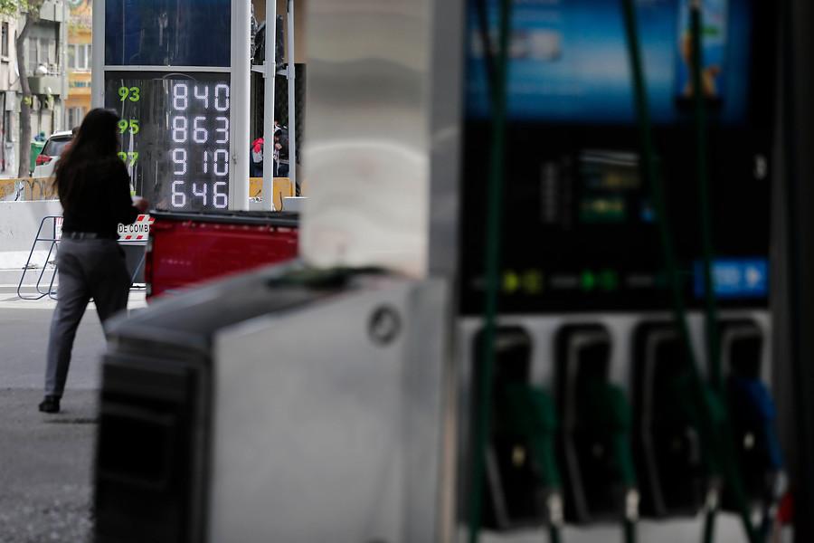 Gobierno asegura que precios de bencinas seguirán bajando hasta marzo