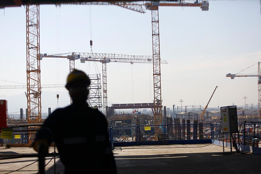 Desempleo cayó al 7,4% en Gran Santiago, bajo promedio histórico