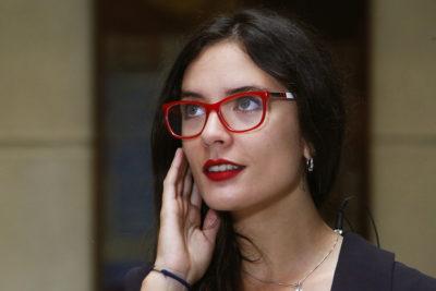 Camila Vallejo presentará querella contra Gonzalo de la Carrera por fake news sobre la pedofilia