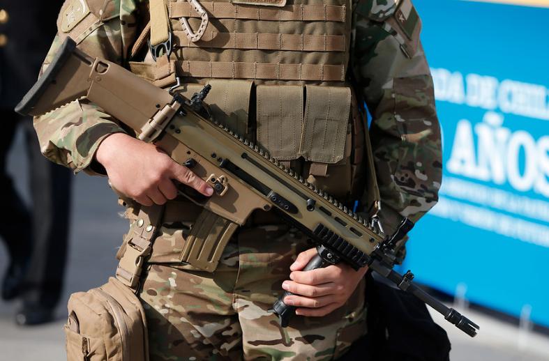 Golpean y roban fusil a centinela de la Fuerza Aérea en El Bosque