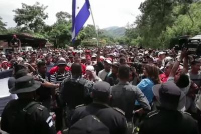 Nueva caravana de inmigrantes hondureños sale rumbo a EE.UU.