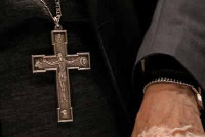 """Papa Francisco acepta renuncias de dos sacerdotes de cofradía """"La Familia"""""""