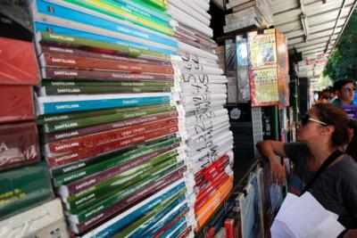 Dos editoriales concentran más del 80% de textos escolares del Estado