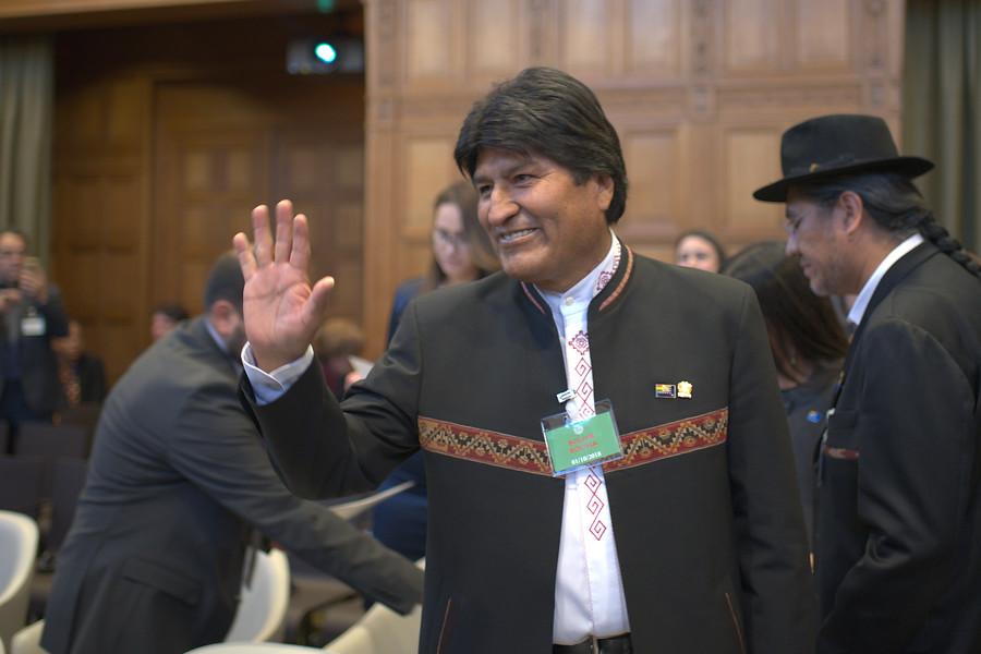 """""""Evo Morales reaparece tras fracaso en La Haya:"""
