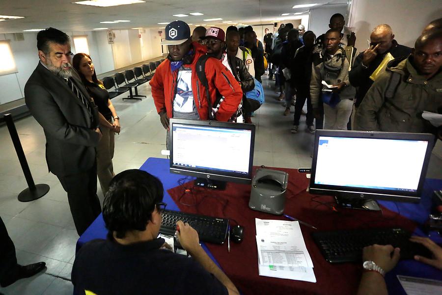 Otros 170 haitianos se embarcaron en un avión FACH de regreso a Puerto Príncipe