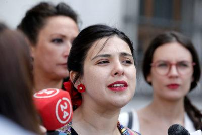 """Piñera apela al patriotismo de la oposición y Karol Cariola le recordó el no pago de contribuciones: """"¿Es patriota eso?"""""""