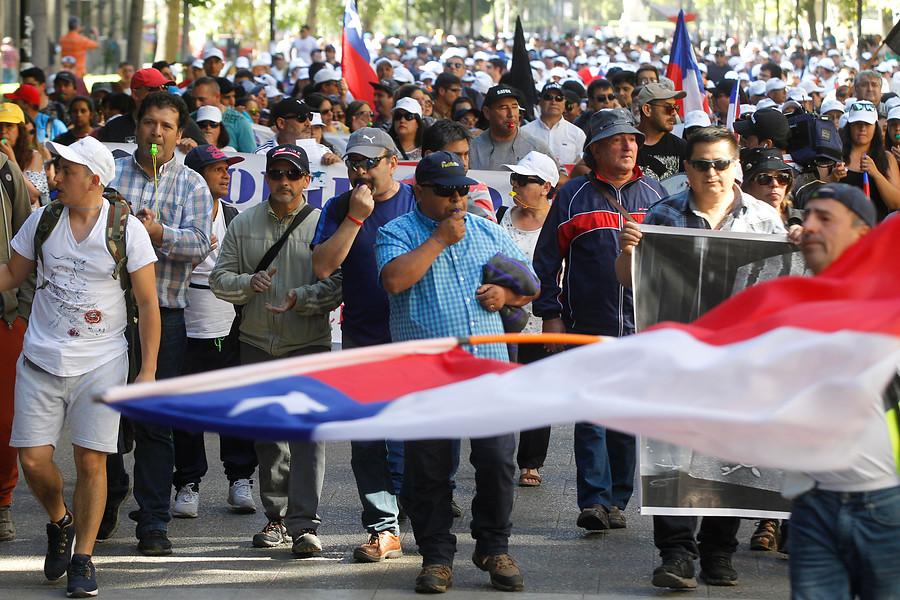"""La carta que pescadores le entregarán a Piñera por veto a Ley de la Jibia: """"Usted puede detener esto"""""""
