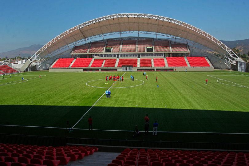 FOTOS  Remodelado estadio Nicolás Chahuán de La Calera abre sus puertas