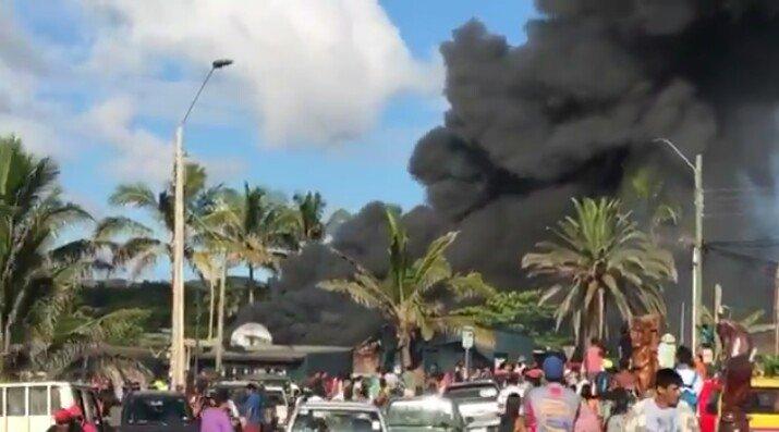 """""""Queman Fiscalía y Registro Civil de Rapa Nui en protesta por homicidio"""""""