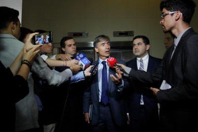 Valente explicó veto a industriales por la jibia, pero no convenció: vienen 1.500 a La Moneda