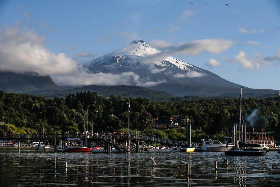 SHOA instaló estación de monitoreo en lago Villarrica por posible actividad del volcán