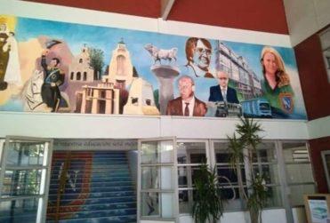 VIDEO | Cathy Barriga inaugura mural de próceres con su rostro en el Liceo Nacional de Maipú