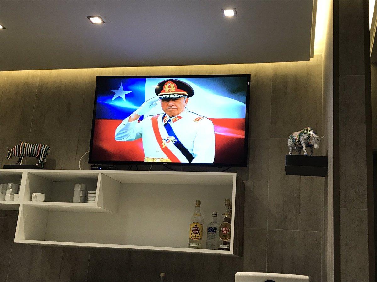 Salones VIP explicó por qué transmitieron discurso de Pinochet y un video en redes sociales derrumbó su argumento
