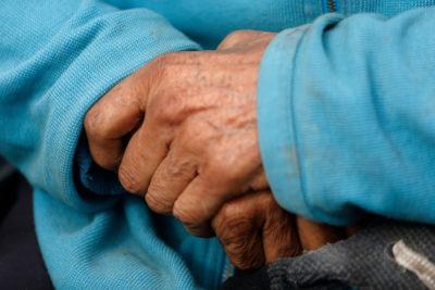 Adultos mayores registran deuda impaga en promedio 5 veces mayor a su pensión básica
