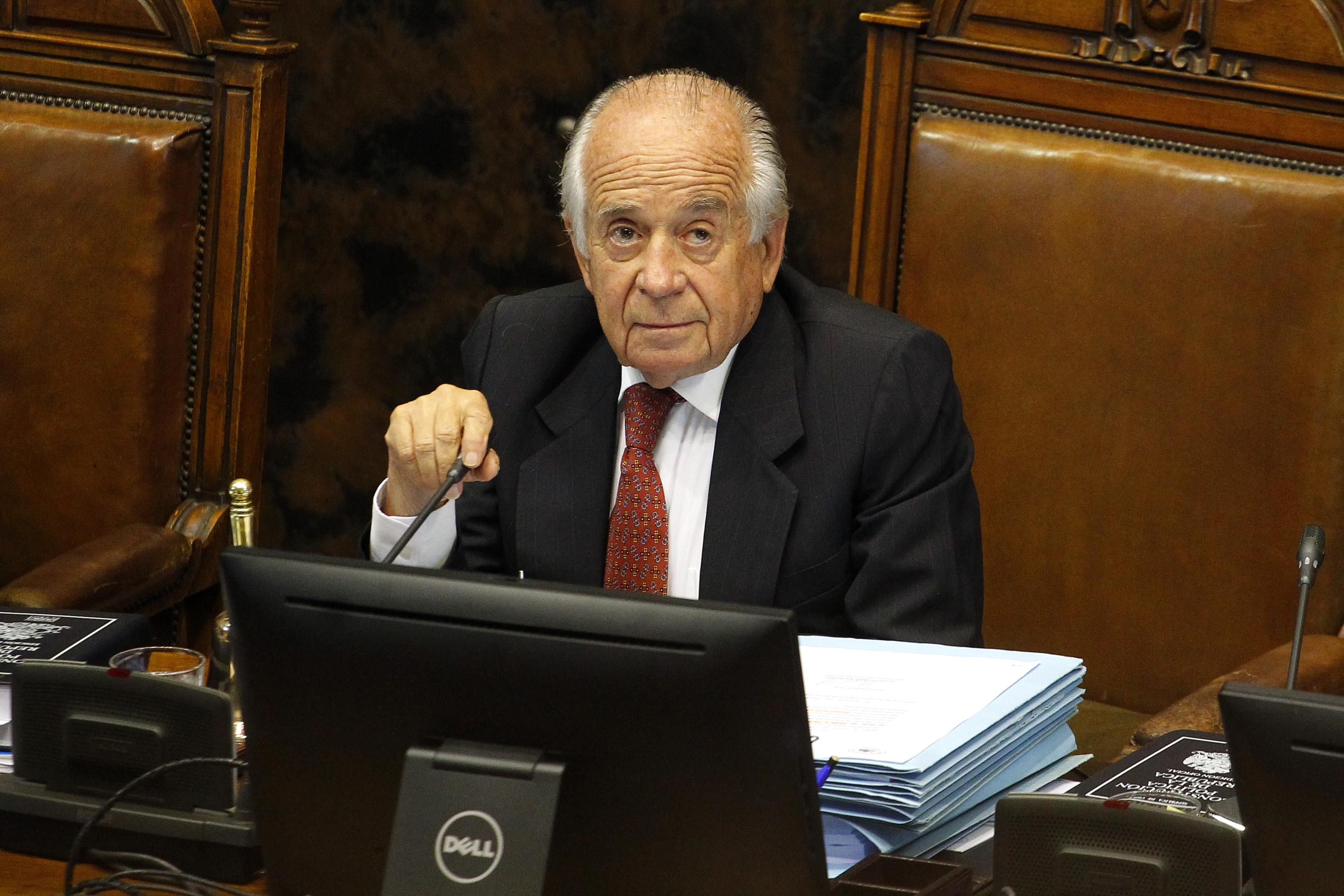 Zaldívar explica por qué contrató al chofer condenado por el asesinato del ex presidente Frei Montalva
