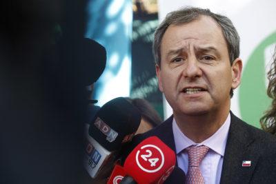 """Presentan querella contra ex ministro Varela por """"administración desleal"""""""