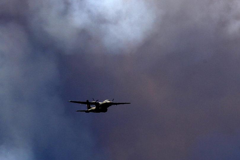 Desconocidos atacan avioneta que combatía incendios en la provincia de Arauco