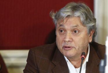 Navarro asegura que Piñera fue a comprar empresas públicas de Venezuela y le respondieron de todo
