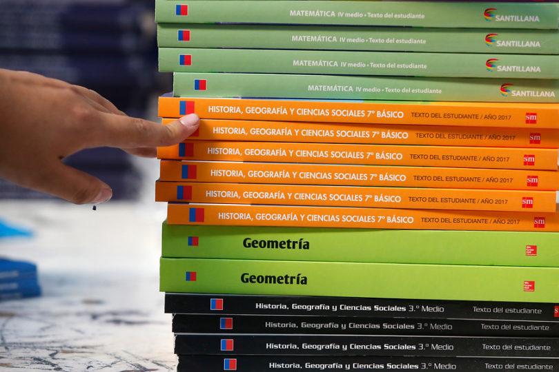 Sernac llama a editoriales a transparentar el negocio de los textos escolares