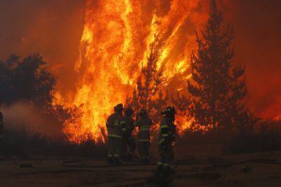 Conaf reporta 45 incendios activos en todo el país