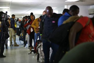 """Plan Retorno: Gobierno se defiende y asegura que """"Chile es humanitario con Venezuela y Haití"""""""