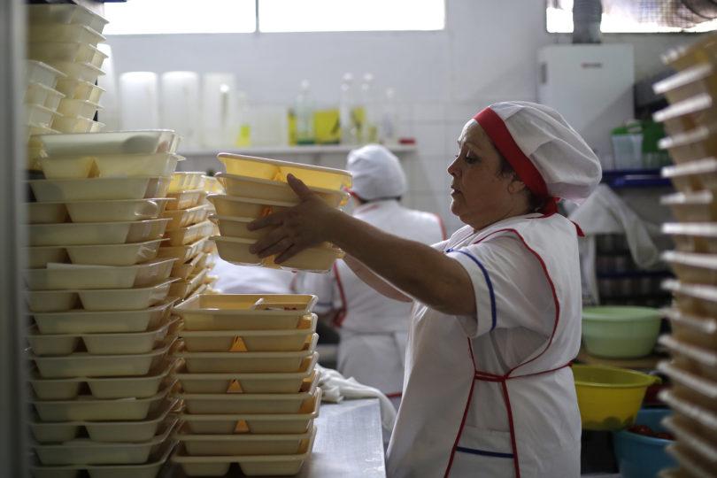"""Director Nacional de Junaeb asegura que con nuevas licitaciones """"el Estado pagará menos"""""""
