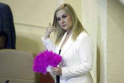 Frei Montalva: diputada Jiles le recuerda la objeción de conciencia a la PUC en ácido y comentado tuit