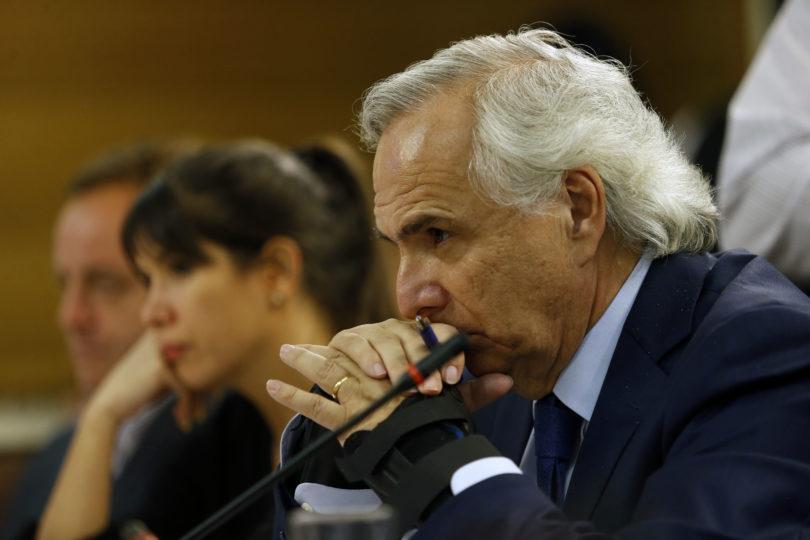 """Acusación constitucional contra Chadwick pierde fuerza: aplazan informe y """"no hay acuerdo"""" en la oposición"""
