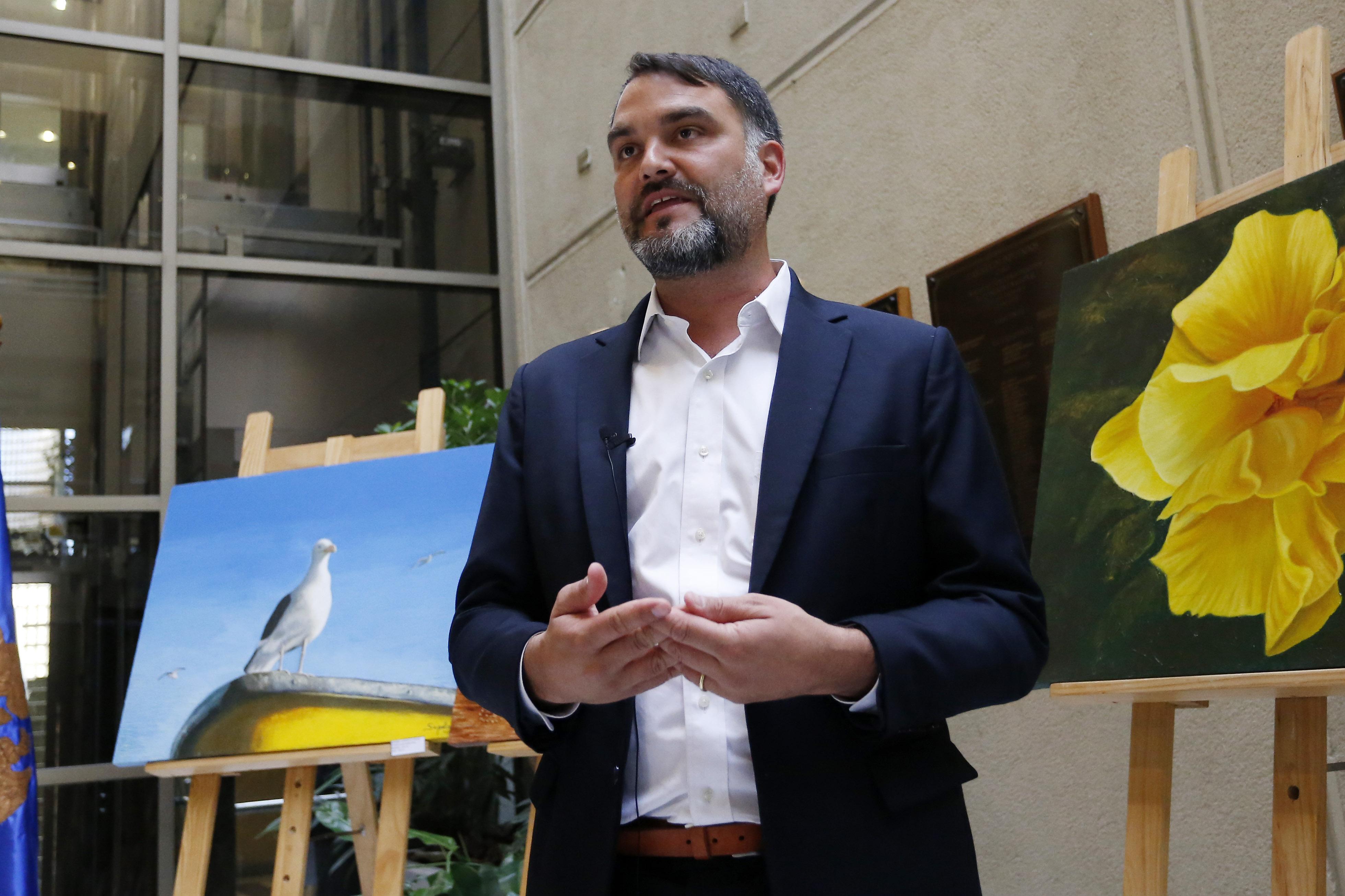 Tenso momento en el aeropuerto: Javier Macaya aterrizó en Santiago al mismo tiempo que el ex frentista Patricio Ortiz