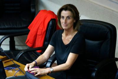 """Marcela Cubillos defiende nombramiento de hijo de Carlos Larraín apelando a """"su currículum, experiencia y juventud"""""""