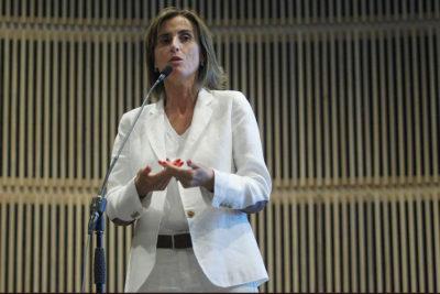 """Ministra Cubillos asegura que actual sistema de admisión escolar es """"ciego e ideológico"""""""