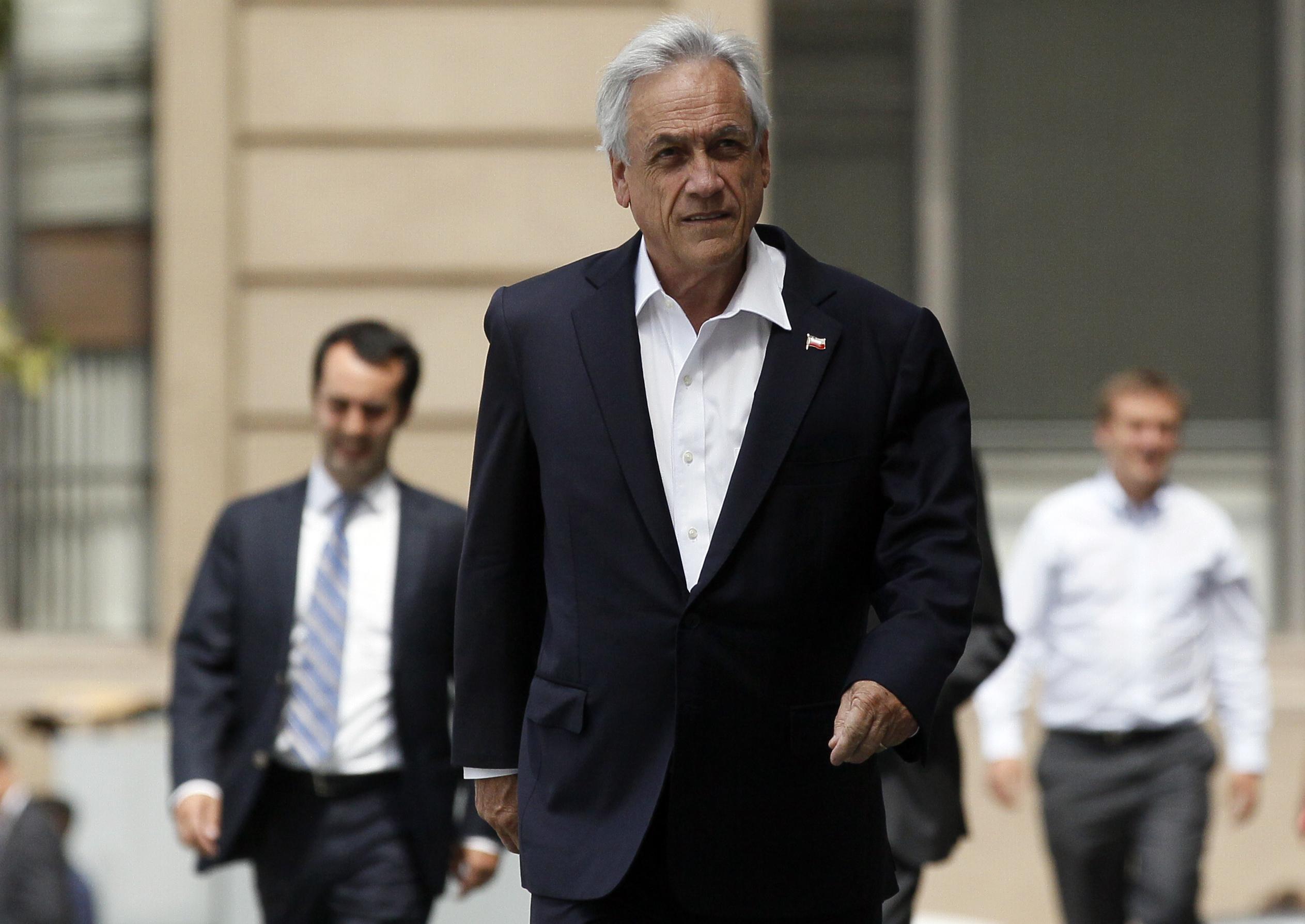 """Juan Gabriel Valdés: viaje de Piñera a Colombia """"es el acto más populista que realizado un presidente"""""""