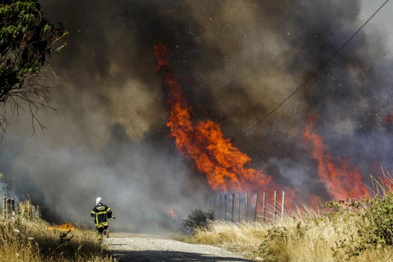 """Alcalde de Cochrane ante descontrolado incendio: """"Somos el patio trasero de Chile"""""""
