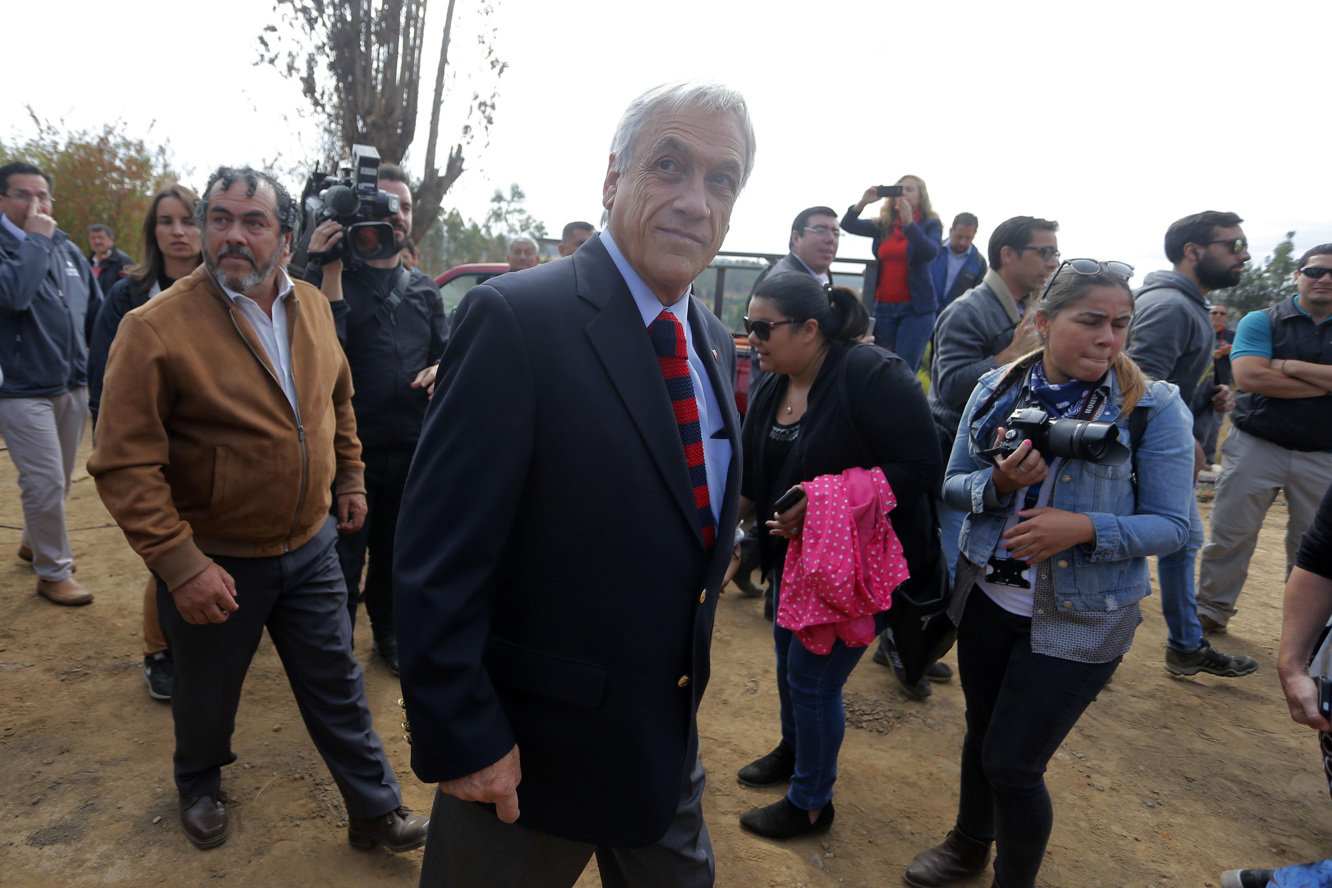Piñera responde críticas y recuerda a la oposición que él apoyó la política exterior de Bachelet