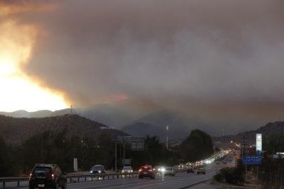 Onemi declara alerta roja en Pudahuel y Curacaví por incendio en Ruta 68