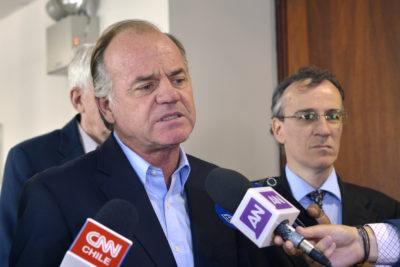 Ministro Walker también anuncia querella por intencionalidad de incendio en San Cristóbal