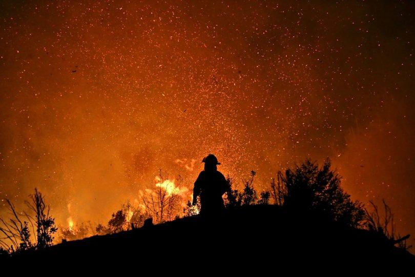 Anuncian pensión de gracia para madre de bombero fallecido