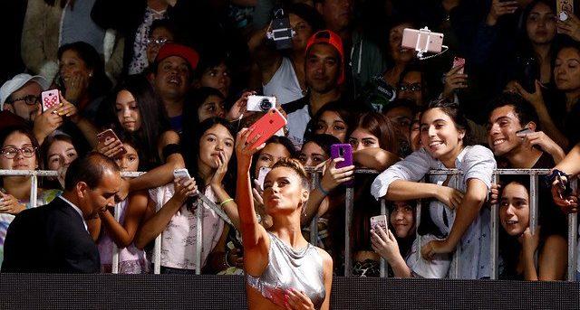 """Camila Gallardo se llevó la ovación de la Gala tras acoso de alcalde: """"Es necesario fijar posturas"""""""