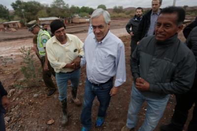 """Piñera compromete bono a afectados por temporal en San Pedro de Atacama para """"recuperar sus enseres fundamentales"""""""