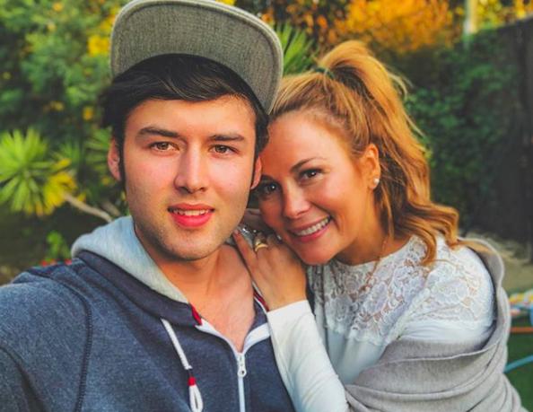 """Hijo de Cathy Barriga sale a defenderla por críticas al Tinder masivo en Maipú: """"Veo cada día como se esfuerza al máximo"""""""