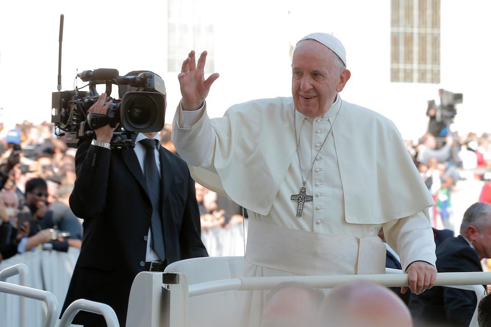 """""""Vaticano expulsa del sacerdocio a principal cardenal de Estados Unidos por abuso sexual"""""""