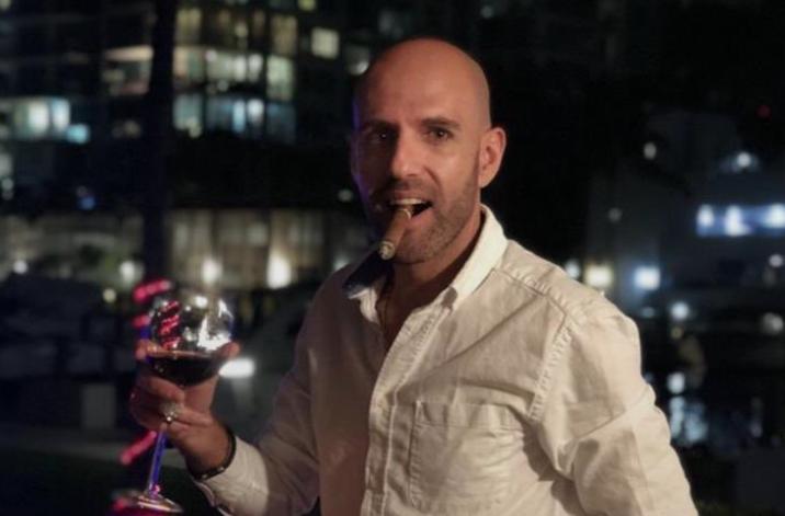 """""""Me gustaría saber cuál es el cuento que vende…"""": Rafael Cavada lidera las burlas a Sergio Jadue por su Tinder"""