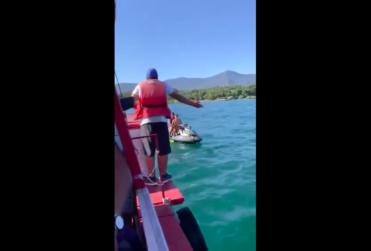 Jóvenes en moto acuática expulsan a familia de lago