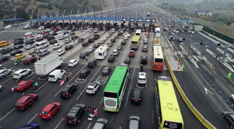 MOP llama a utilizar aplicación móvil para evitar tacos en el retorno a Santiago