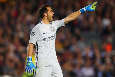 Claudio Bravo fue inscrito por el Manchester City para los octavos de Champions League