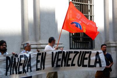 Partido Comunista protesta en La Moneda por viaje de Piñera a Cúcuta