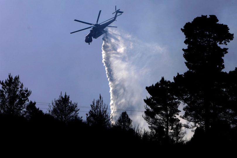 Murió bombero que fue golpeado por balde de un helicóptero en La Araucanía