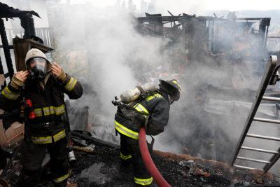 Incendio dejó 16 damnificados y 6 locales destruidos en la comuna de Ñuñoa