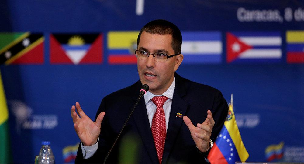"""Canciller de Maduro responde a Ampuero:"